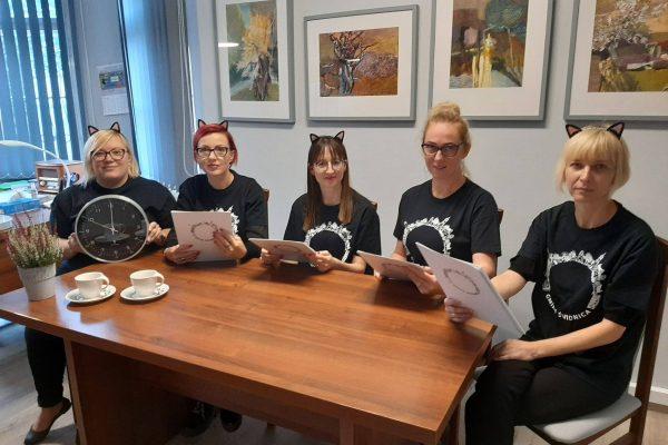 Urzędniczki z gminy Świdnica biorą udział w głośnym czytaniu