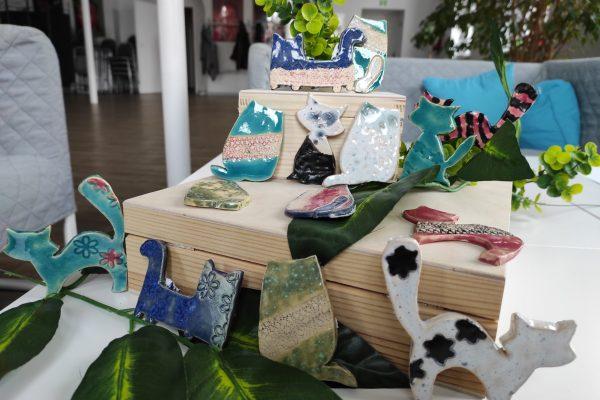 zdjęcie kotów ceramicznych