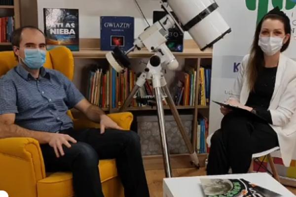 Marek Marcinkowski i Paulina Szewczyk prowadzą spotkanie o księzycu