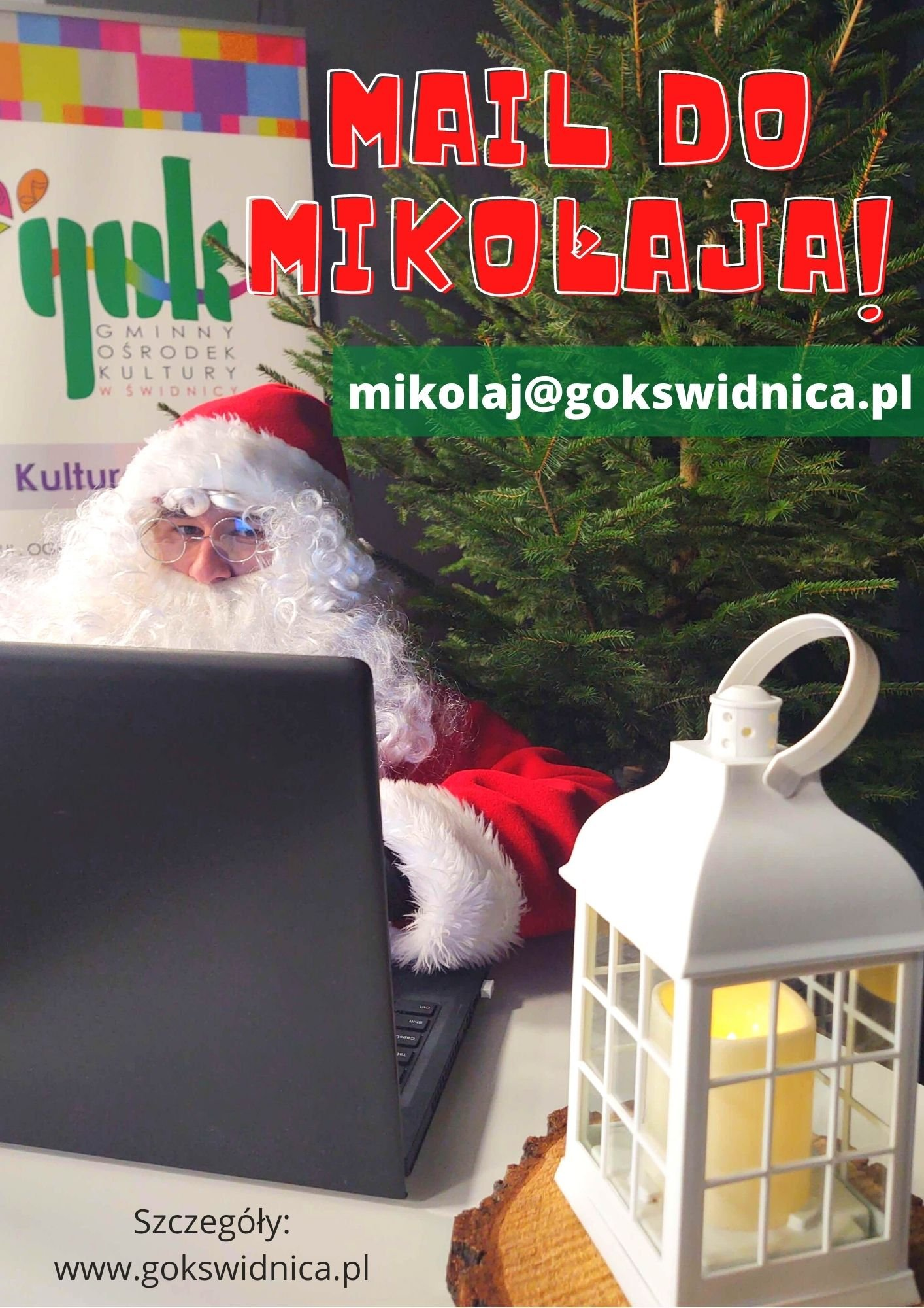 zdjęcie przedstawia Mikołaja przy laptopie